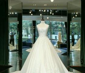 Elegant Wedding Dres..