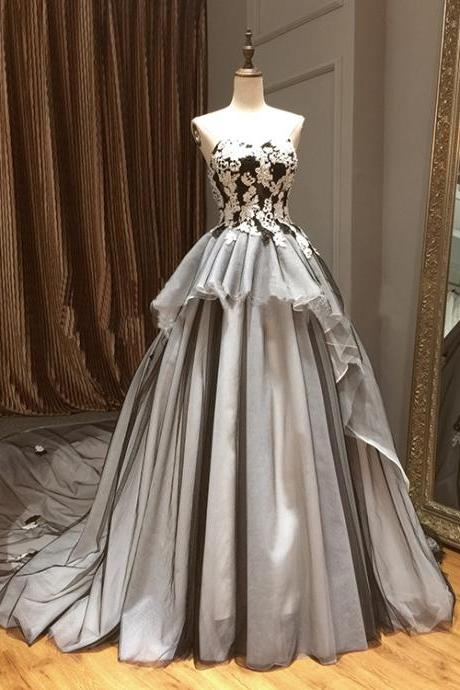 Vintage Ivory/Black Lace Prom Quinceanera Dresses Sweetheart Applique Princess A Line Wedding Bridal Gowns