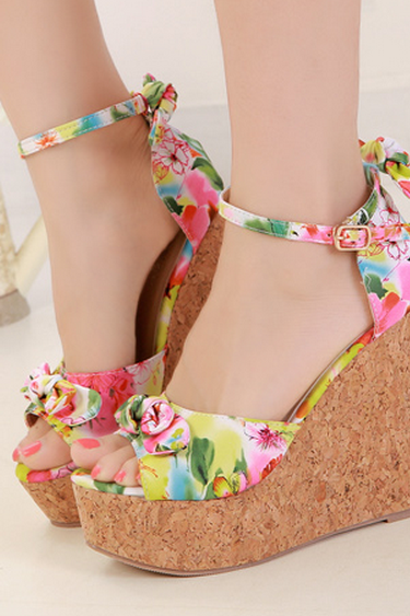 Gorgeous Floral Wedge Fashion Sandals in 2 Colors