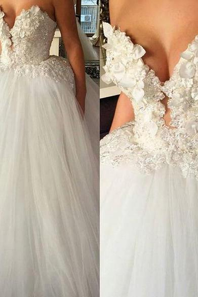 Ball Gown Tulle Wedding Dresses Sweetheart Sleeveless Handmade Flowers Pearls Lace Appliques