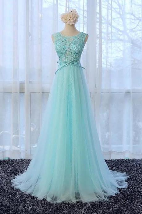 Lace Appliqué A-line Scoop Neck Tulle Bridesmaid Dress