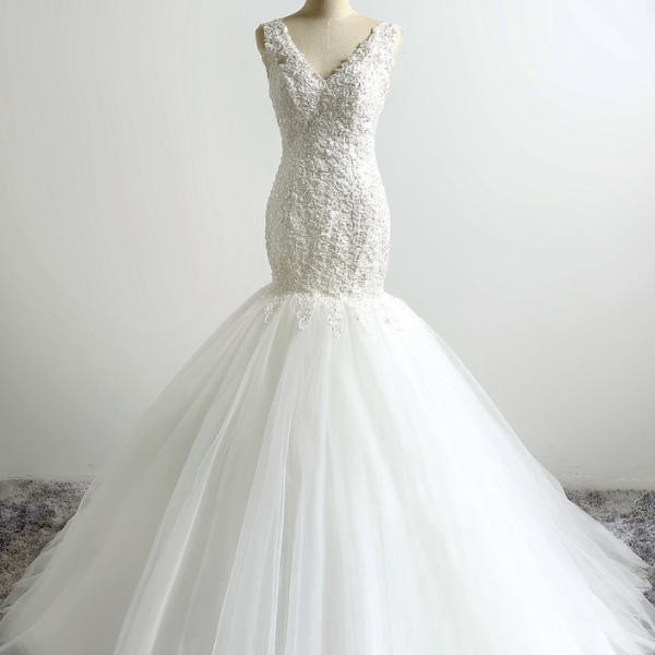 V-Neck Lace Appliqué Mermaid Wedding Dress with Open Back